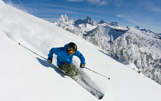 It's ski season! Most common ski injuries & how to manage them.